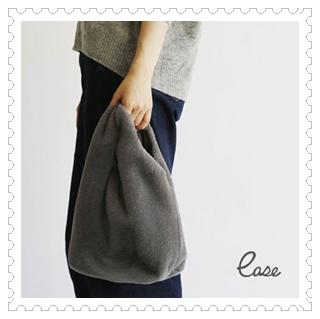ハンドバッグと肩掛け、2通り使えるファーバッグ ease(イーズ)